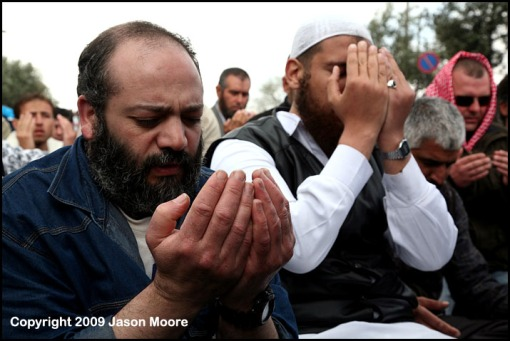 Palestinian Muslims Praying