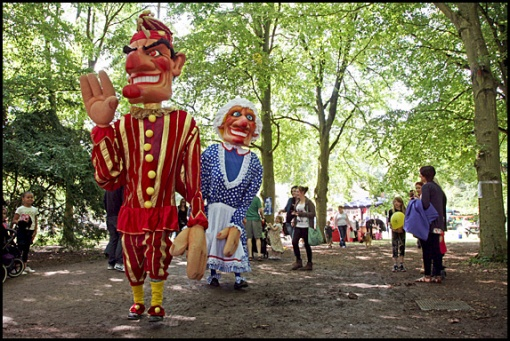 Giant Punch & Judy